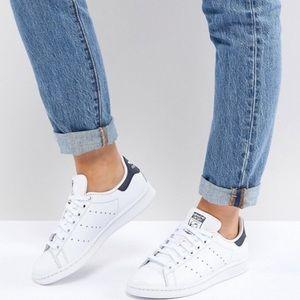 Adidas Originals Stan Smith in White & Navy
